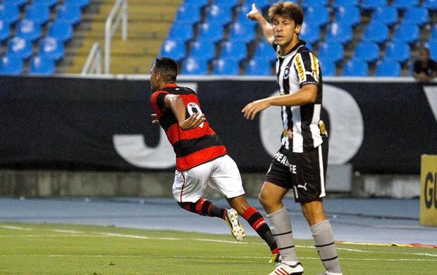 Hernane comemora gol do Flamengo contra o Botafogo (Foto: Rudy Trindade / VIPCOMM)