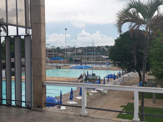 Anexo (ao fundo) visto do prédio do Iate Tênis Clube projetado por Niemeyer (Foto: Thais Pimentel/G1)