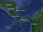 Brasileira que sobreviveu a naufrágio está 'muito aflita, mas bem', diz filho