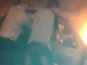 Trabalhadores conseguiram salvar três jovens após acidente (Foto: G1)