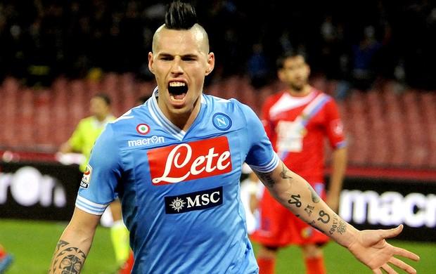 Hamsik comemora gol do Napoli contra o Catania (Foto: AP)