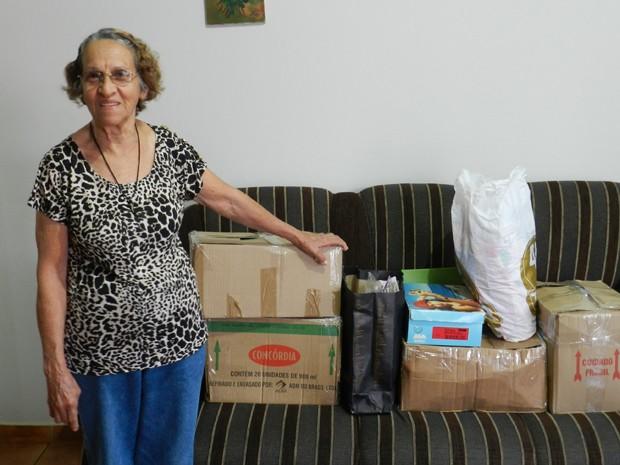 Aposentada já começou a arrumar os pertences para a mudança (Foto: Wellington Roberto/G1)