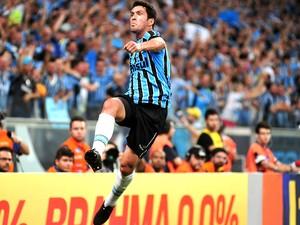 Riveros comemora gol do Grêmio contra o Cruzeiro (Foto: Valdir Friolin / Press Digital)