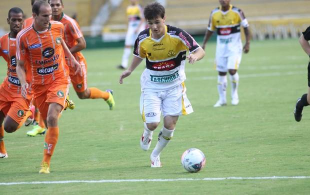André Gava, meia do Criciúma, em ação diante do Camboriú (Foto: Fernando Ribeiro, Divulgação / Criciúma)