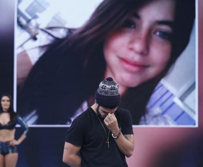 Caio Castro se emociona no palco do 'Domingão' (Foto: Ellen Soares/Gshow)