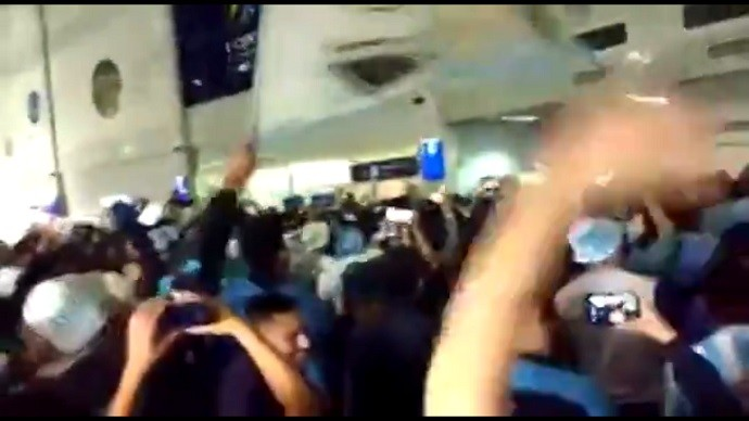 Torcida do Atlético de Tucumán faz festa em Aeroporto na Argentina