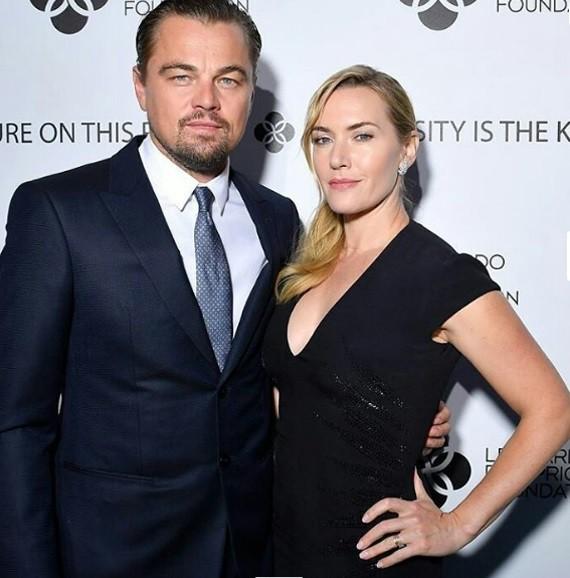 DiCaprio e Kate Winslet: a dupla reviveu no palco o casal que formou em Titanic, há 20 anos (Foto: Reprodução/ Instagram)