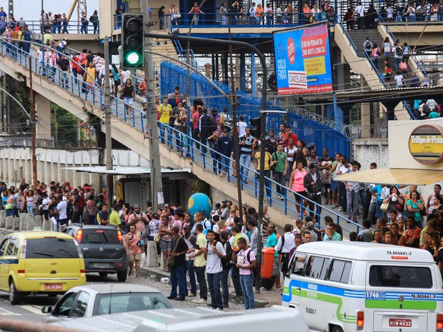Movimentação de passageiros ficou intensa na estação São Cristóvão do metrô devido à greve de motoristas e cobradores de ônibus (Foto: Ale Silva/Futura Press/Estadão Conteúdo)