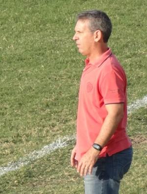 Técnico Edson Leivinha  (Foto: André Vinícius / GloboEsporte.com)