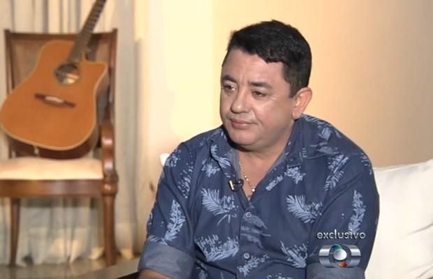 Pai de Cristiano Araújo diz que busca encontrar forças para superar a morte do filho, em Goiás (Foto: Reprodução/TV Anhanguera)