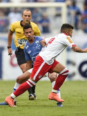 Henrique se machucou no fim do jogo com o Tombense (Foto: Juliana Flister/Light Press/Cruzeiro)