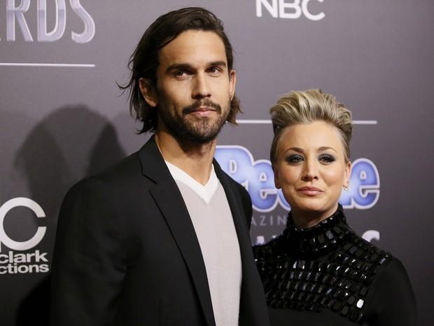 Kaley Cuoco e o marido, Ryan Sweeting, em prêmio em Los Angeles, nos Estados Unidos (Foto: Danny Moloshok/ Reuters)