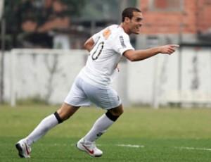 Pedro Castro comemora um dos gols da partida (Foto: Pedro Ernesto Guerra / Santos FC)