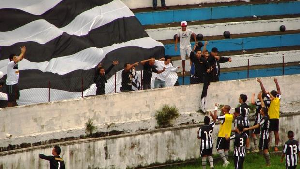 Jogadores do Botafogo comemoram empate (Foto: Filipe Rodrigues/ Globoesporte.com)
