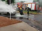 Carro pega fogo e mobiliza bombeiros no centro de Gurupi