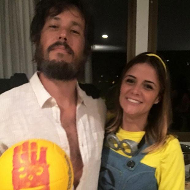 Roger Gobeth representou o filme 'Náufrago' e Samantha Santos foi de minio (Foto: Reprodução/Instagram)