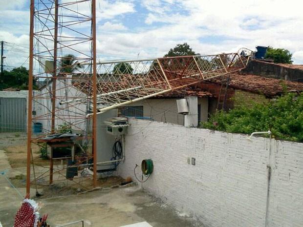 Antena atingiu três casas em São José de Mipibu (Foto: Larisse de Souza/Inter TV Cabugi)
