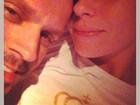 Giovanna Antonelli posta foto na cama com o marido, de cara limpa