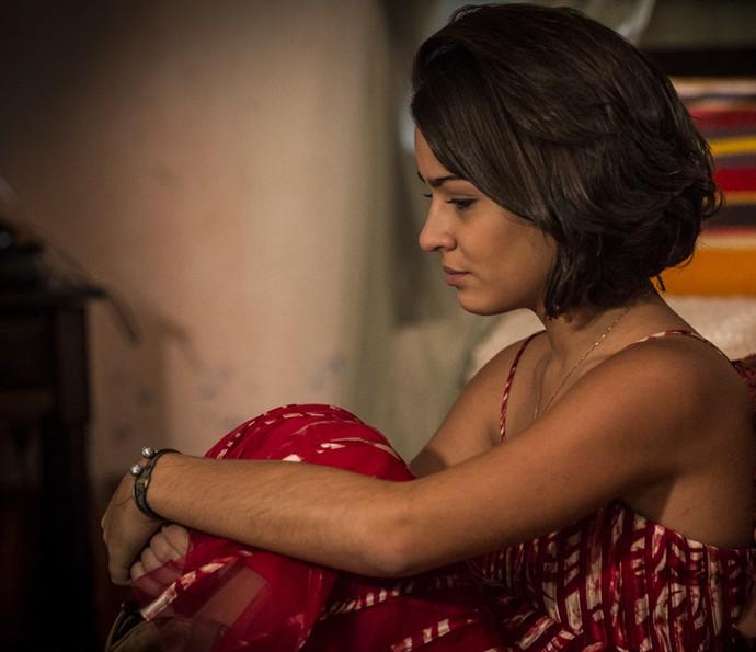 Olívia chora após terminar a relação com Lucas (Foto: Inácio Moraes/ Gshow)