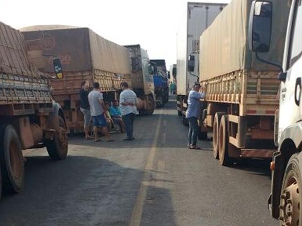 Congestionamento na MT-170 tem extensão de 3 km, segundo a Polícia Militar (Foto: Divulgação/Polícia Militar)