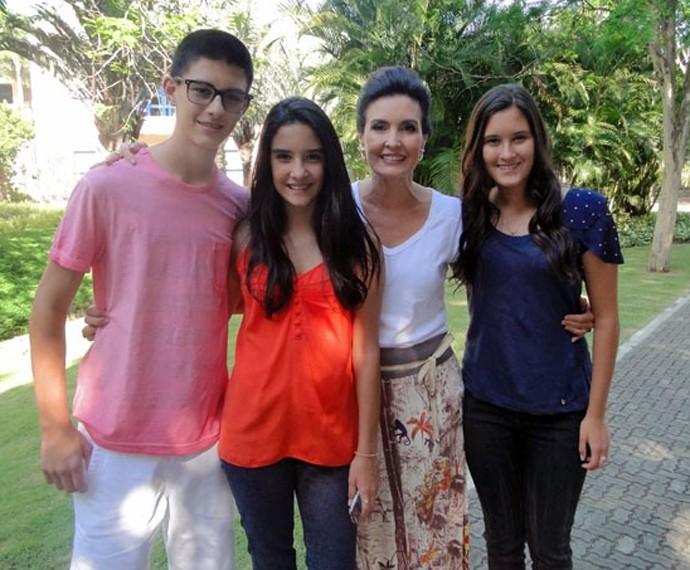 Filhos de Fátima visitam o trabalho da mãe (Foto: TV Globo)