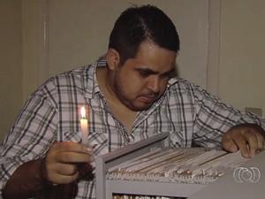 Sem energia, conselheiros tutelares trabalham à luz de velas em Goiânia