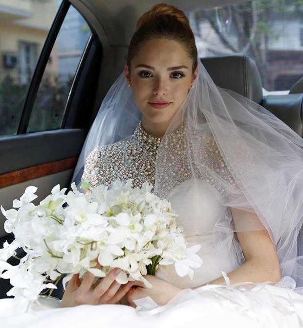 Atriz ficou deslumbrante em um vestido de tule todo bordado no busto (Foto: Ellen Soares/Gshow)