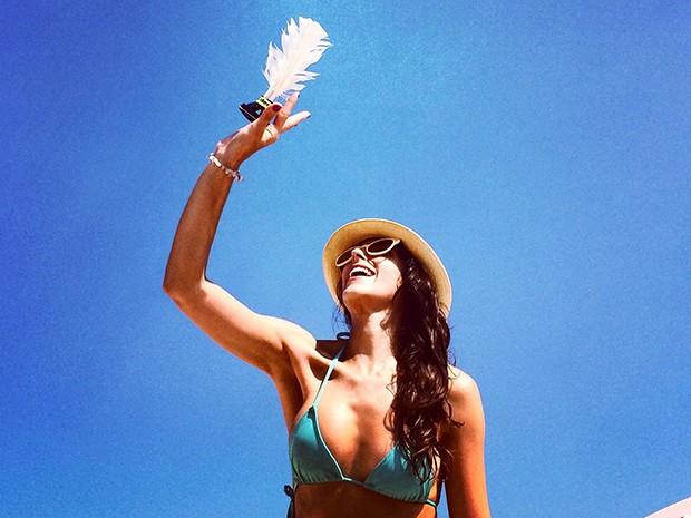 Debora Rebecchi aproveita a praia para se divertir também (Foto: Arquivo Pessoal)