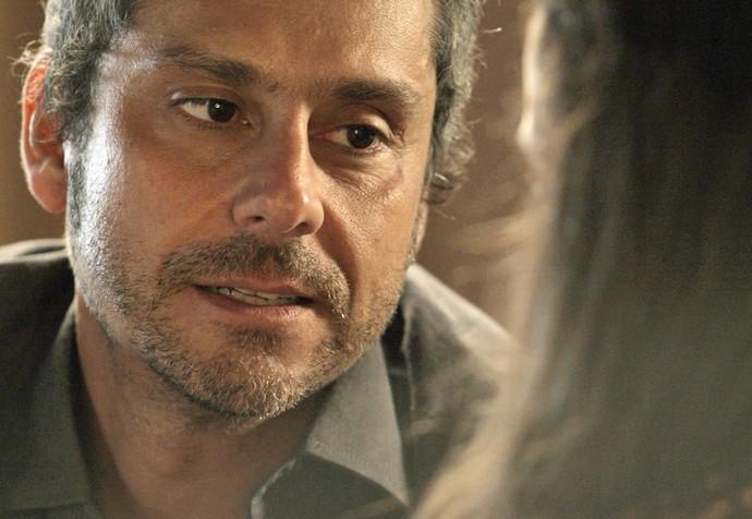 Romero garante a Atena que não vai atrás de Tóia (Foto: TV Globo)