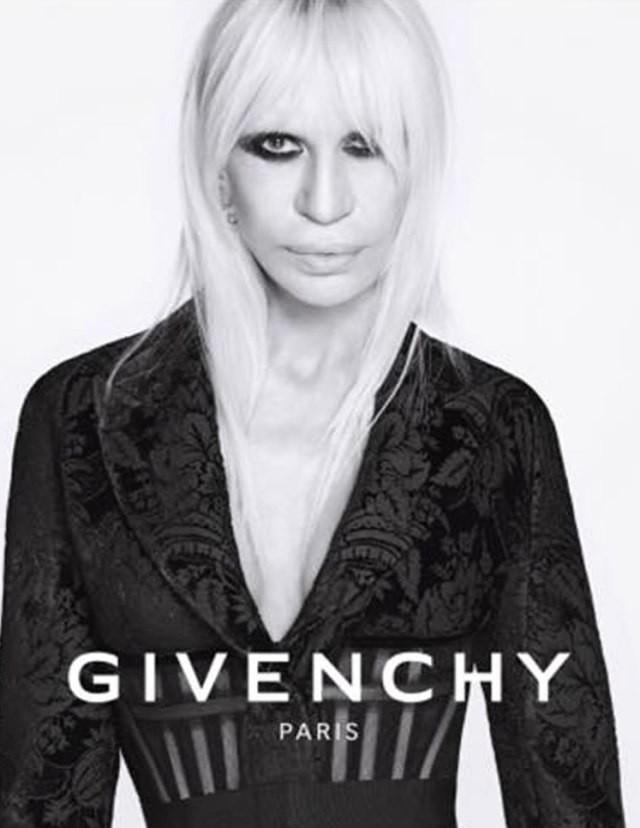 Donatella Versace na campanha da Givenchy em 2015 (Foto: Divulgação)
