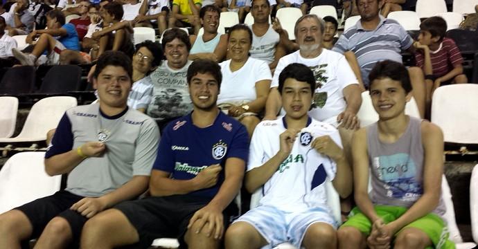 Família torcedora do Remo (Foto: Tiago Cida/ GloboEsporte.com)