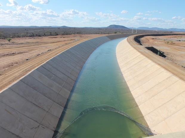 Canal do Eixo Norte em Cabrobó, no Sertão de Pernambuco (Foto: Taisa Alencar/G1)