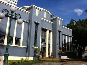 Museu Zoroastro Artiaga, na Praça Cívica, em Goiânia, Goiás (Foto: Luísa Gomes/G1)