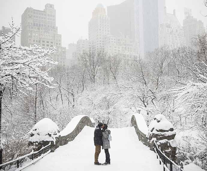O amor de Mari e Benjamin aflorou em pleno Central Park (Foto: Raphael Dias/Gshow)