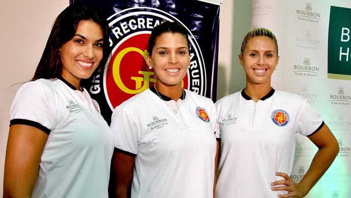 Luciane Escouto, Mari Paraíba e Natasha Valente, do Barueri Vôlei (Foto: João Gabriel Rodrigues)