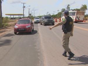 Operação segue até a segunda-feira, 18, nas estradas do Amapá (Foto: John Pacheco/G1)