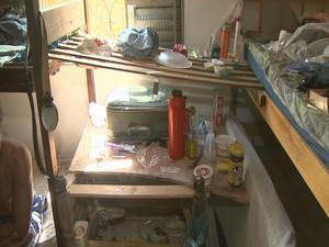 Alojamento de obra tem condições precárias de higiene (Foto: Reprodução/EPTV)