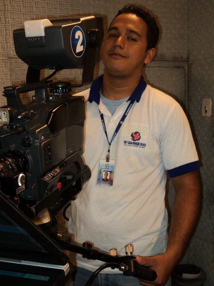 Nilson trabalha há quatro anos na TV Grande Rio (Foto: Reprodução redes sociais)