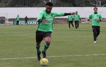 Monitorado pelo DM, Juninho volta a fazer trabalhos com bola no Coritiba