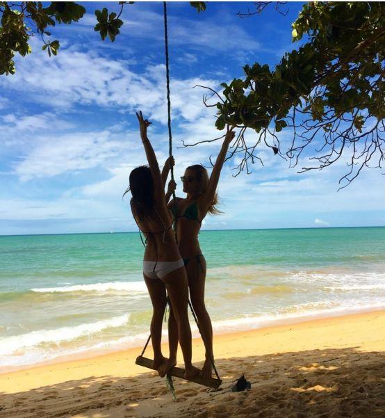 Thaila Ayala e Fiorella Mattheis em Trancoso, na Bahia (Foto: Reprodução/Instagram)