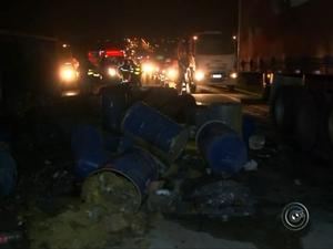 Pó químico caiu na pista após acidente (Foto: Fernando Bellon/ TV TEM)