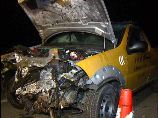 Carro da Emdec que foi furtado e batido na noite de segunda-feira  (Foto: Reprodução EPTV)
