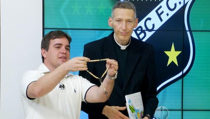 Padre Marcelo Rossi terço ABC (Foto: Reprodução / Inter TV Cabugi)