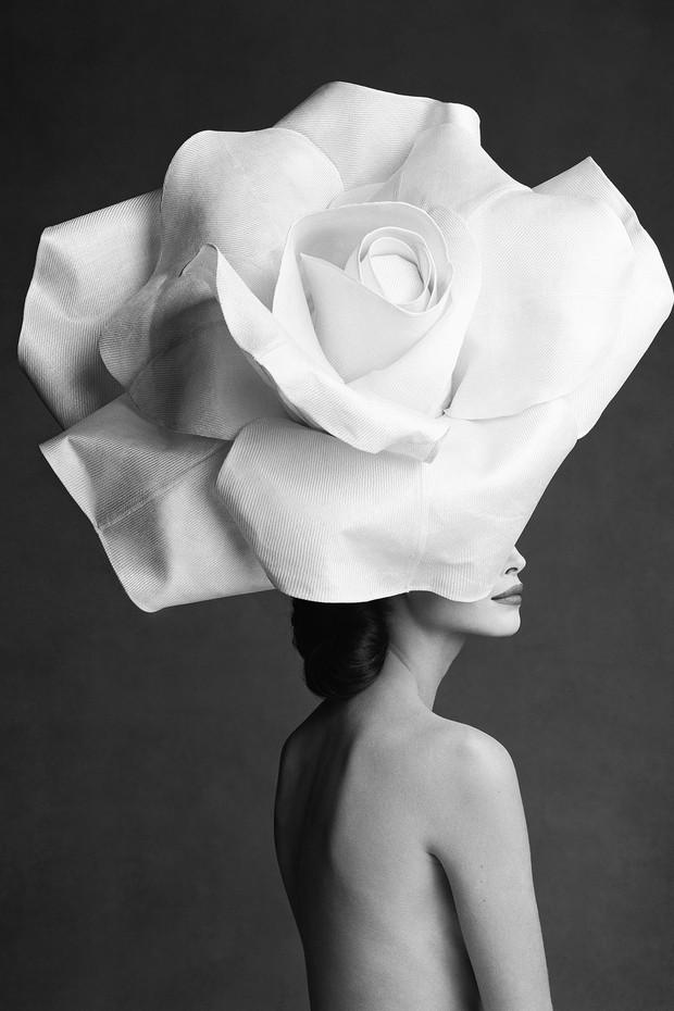 Karl Lagerfeld's choice: Christy Turlington, by Patrick Demarchelier (1990), wearing a rose hat by Jasper Conran (Foto: PATRICK DEMARCHELIER, COURTESY OF CAMERA WORK)