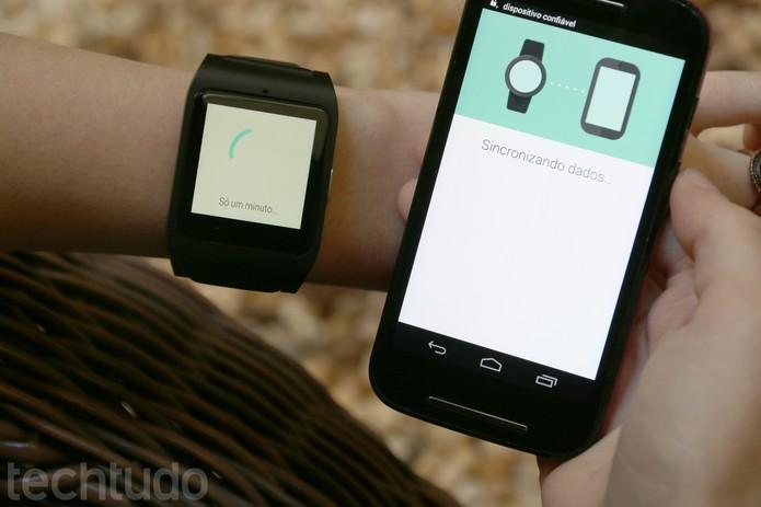 Os dados do smartphone serão sincronizados com o Smartwatch 3 (Foto: Carol Danelli/TechTudo)