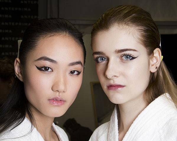 Criar o olho gatinho é a maior dificuldade das mulheres em maquiagem (Foto: Imaxtree)