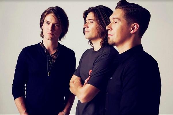 Os irmãos Hanson estouraram no mundo todo com o hit Mmmbop em 1997 (Foto: Divulgação)