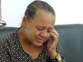 Vendedora ambulante Gedália Valentim ficou abalada ao saber da morte do papagaio de estimação (Foto: Priscila Miranda / G1)