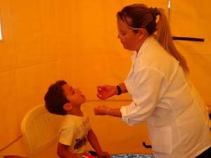 Vacinação contra a poliomielite em Mogi das Cruzes (Foto: Cristina Requena/ G1)