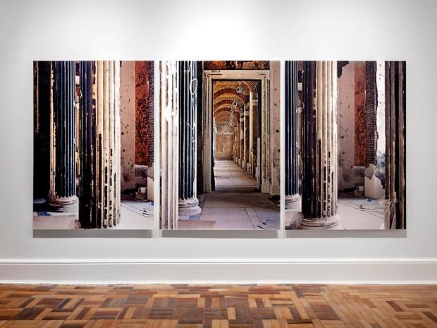 Quadro Enclosure, de Thomas Florschuetz, em exposição na mostra Zeitgeist, no CCBB, em Brasília (Foto: Eduardo Eckenfels/Divulgação)